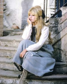 "Brigitte Bardot on the set of ""Viva Maria"", 1965 Brigitte Bardot, Bridget Bardot, Style Année 60, Style Icons, 60s And 70s Fashion, Vintage Fashion, Fashion Kids, 70s Outfits, Old Hollywood Stars"