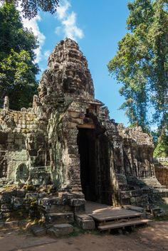 Entrance to Banteay Kdei - Angkor, Siem Reap, Cambodia - Wandering the World | Click the photo to see more and read our 3 day itinerary for visiting Angkor Wat!