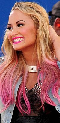 Demi Lovato's pink hairstyle -- love this. Don't plan on going blonde to do it though