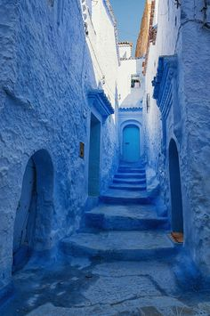 Chefchaouen, the blue city of Morocco l Photo Brian Hammonds l #bluestairs