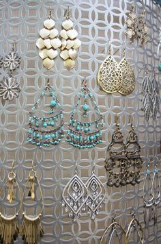 I love to stay organized and love a project that takes about 10 minutes to make. This earring holder uses a sheet of aluminum and ribbon.
