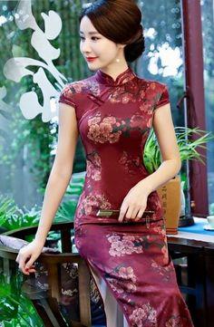 Chinese Wedding Dress Traditional, Traditional Dresses, Traditional Chinese, Wedding Dress Sizes, Bridal Dresses, Cheongsam Dress, Beautiful Asian Women, Collar Dress, Rock