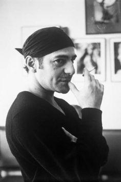 Le couturier John Galliano dans son bureau en janvier 1997 à Paris, France. January 01, 1997