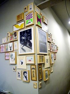 Fun DIY Interior Decorating Projects and Inspiring Recycling Ideas - Home Decoration Ideas Diy Casa, Diy Home, Home And Deco, Art Classroom, Classroom Displays, Classroom Ideas, Hanging Art, Hanging Frames, Photo Hanging