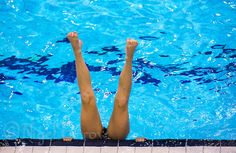 synchronized swimming practice | 26 JUL 2012 - LONDON, GBR - A Great Britain Synchronised Swimmer warms ...