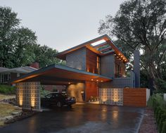 Midvale Courtyard House design by Bruns Architecture / Photo by Tricia Shay Architecture Design, Residential Architecture, Design Exterior, Modern Exterior, Wall Exterior, Gray Exterior, Stone Exterior, Bungalow Exterior, Stone Siding