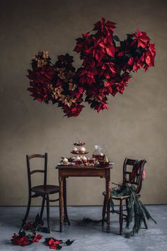 New Year is coming: wonderful ideas for holiday table by Zara Home ? New Year is coming: wonderful ideas for holiday table by Zara Home? Lustre Floral, Turbulence Deco, Flower Installation, Floral Chandelier, Deco Floral, Christmas Mood, Zara Home Christmas, Christmas Decorations, Holiday Decor