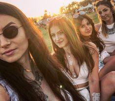 Coachella day 2 aka all white day #coachella #day2 #coachella2018 #squadgoals #palmsprings #california 🎡🏝 Coachella Festival, Palm Springs, California, Adventure, Instagram, Adventure Movies, Adventure Books