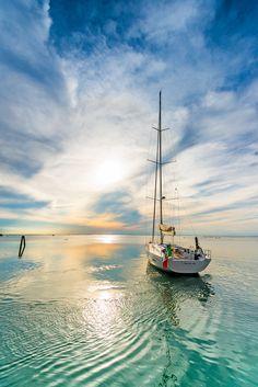 Italia 15.98, Sunset in the Venice Lagoon. Photo © Nicola Brollo / Five Zone
