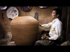 The Art of the tradicional korean pottery by BY LEE KANG HYO Lee Kang-hyo 'Onggi Master' film about a Korean potter See the film . Ceramic Techniques, Pottery Techniques, Beautiful Film, Life Is Beautiful, Ceramic Clay, Ceramic Pottery, Ceramic Studio, Pottery Art, Korean Pottery