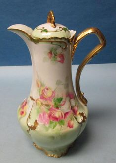 Up for auction is a beautiful antique Limoges hand painted chocolate pot. It is hand painted with roses. It is factory made and not cottage. The handle is gilded, and gilded edges and accents with so Antique Dishes, Vintage Dishes, Antique China, Vintage China, Chocolate Pots, Chocolate Coffee, Ceramic Teapots, Ceramic Art, Tea Cup Saucer