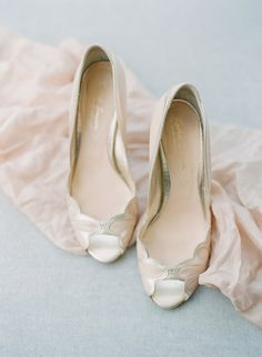 Nude peep toe pumps: Photography - Assistance : Colleen Macmillan | Photography : Elena Wolfe Photography Read More on SMP: http://www.stylemepretty.com/2017/01/30/seaside-americana-style-wedding/
