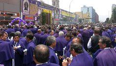 Cientos de fieles acompañan el primer recorrido del #SeñordelosMilagros [FOTOS]