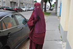 Niqab Fashion, Hijab Niqab, Beautiful Hijab, Muslim Women, Modest Outfits, Veils, Masks, Shades, How To Wear