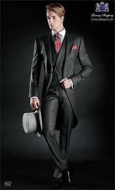 Traje de novio Chaqué gris tres piezas monocolor en pura lana extra fina mixto pl coordinado con chaleco cruzado y pantalon.