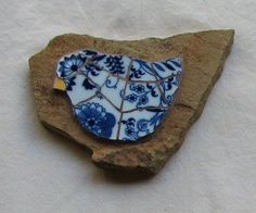 Heres another clever idea-mosaic birds. Cute in the kitchen or garden. Backyard living / the GcF.