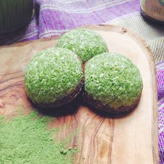 Moringa is a miracle tree superfood that is amazing for the body. Wanting to get more in your diet? These moringa recipes will do just that! Moringa Recipes, Superfood Recipes, Raw Food Recipes, Healthy Recipes, Vegetable Recipes, Snack Recipes, Healthy Sweets, Healthy Snacks, Healthy Eating