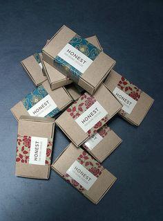Honest Chocolate packaging - Geschenke&co. Craft Packaging, Tea Packaging, Food Packaging Design, Jewelry Packaging, Packaging Design Inspiration, Bottle Packaging, Packaging Ideas, Label Design, Box Design