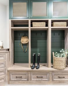 Mudroom Ideas – A mudroom may not be a very essential part of the house. Smart Mudroom Ideas to Enhance Your Home Mudroom Cabinets, Mudroom Laundry Room, Kitchen Cabinet Interior, Built In Lockers, Family Room, Home And Family, Entry Way Design, The Ranch, My Living Room