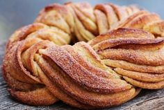 This twisted cinnamon bread looks delicious. I might try to make this myself one day.