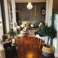 60 Living Room Decorating Ideas You Will Want To Copy These trendy Live Room ideas would gain you amazing compliments. Check out our gallery for more ideas these are trendy this year. Boho Living Room, Home And Living, Living Room Decor, Living Spaces, Decor Room, Bedroom Decor, Home Decor, Aesthetic Room Decor, Living Room Inspiration