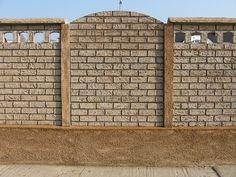 Kerítés magasság: 0,4-2,4m Oszlopok tengelytávolsága: 1,6m Oszlopméret 2m magasságnál: 274x14x14cm, súlya : 110kg /sarki és kezdő is/ Betétméret: 150x5x40cm súlya 65kg Garage Doors, Outdoor Decor, Home Decor, Decoration Home, Room Decor, Home Interior Design, Carriage Doors, Home Decoration, Interior Design