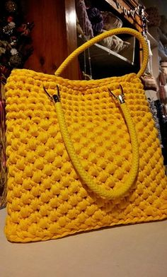 Crochet Basket Fabric Bag Patterns New Ideas Mode Crochet, Diy Crochet, Crochet Crafts, Crochet Handbags, Crochet Purses, Crochet Bags, My Bags, Purses And Bags, Crochet Designs