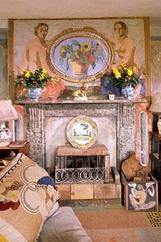 Interior at Charleston farmhouse. Home to the artists Vanessa Bell and Duncan Grant of the Bloomsbury Group Vanessa Bell, Virginia Woolf, Duncan Grant, Bloomsbury Group, Charleston Homes, Charleston Style, Up House, Handmade Home Decor, Bohemian Decor