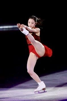 Female Ice Skater in red outfit Sport Gymnastics, Artistic Gymnastics, Olympic Gymnastics, Sexy Asian Girls, Sexy Hot Girls, Ice Skating, Figure Skating, Dance Moms Costumes, Foto Sport