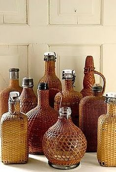 Vintage Wicker and Rattan Bottle Collection. Vintage Bottles, Bottles And Jars, Glass Bottles, Perfume Bottles, Magic Bottles, Vintage Wine, Image Deco, Creation Deco, In Vino Veritas