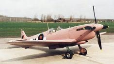 Why World War II spy planes used pink camouflage? World War II marked a time of… Ww2 Aircraft, Military Aircraft, Military Jets, Aircraft Carrier, Spitfire Supermarine, Ww2 Spitfire, The Spitfires, Pink Camouflage, Ww2 Planes