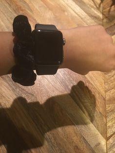 Apple Watch Fashion, Iphone Watch, Girl Hand Pic, Accessoires Iphone, Apple Watch Accessories, Instagram Story Ideas, Fashion Watches, Tech, Heart