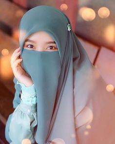 Beautiful Hijab Girl, Beautiful Muslim Women, Arab Girls Hijab, Muslim Girls, Hijabi Girl, Girl Hijab, Islamic Girl Pic, Hijab Style Tutorial, Niqab Fashion