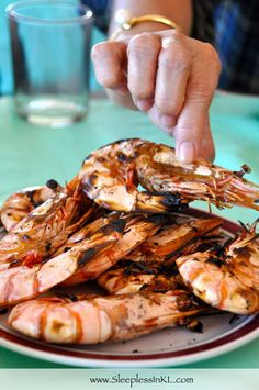 Su-tu-kil: the ultimate seafood experience in an area known as Mactan Shrine in Lapu-Lapu City (Cebu, Philippines) just minutes away by car or taxi from Mactan-Cebu International Airport.
