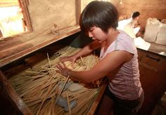 Cynical Chinese netizen reactions to news of authorities investigating Guangxi disposable chopsticks manufacturers using industrial sulfur, paraffin wax, talc. Paraffin Wax, Chopsticks, Sustainable Living, Health, Polish, Vitreous Enamel, Running The Gauntlet, Health Care, Wands