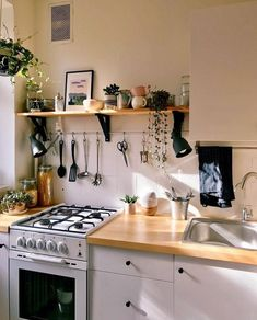 Home Decor Kitchen, Kitchen Interior, Home Kitchens, Small Apartment Kitchen, Dream Apartment, Küchen Design, House Design, House Rooms, Cozy House