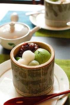 Delicious mochi & matcha green tea icecream is the best way to cool down during the hot summer! Japanese Cake, Japanese Snacks, Japanese Sweets, Japanese Food, Okonomiyaki Recipe, Asian Desserts, Gourmet Desserts, Plated Desserts, Tea Recipes