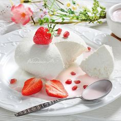 Tender #Strawberry #Yogurt #Cheese Food Photo, Still Life, Yogurt, Panna Cotta, Strawberry, Cheese, Ethnic Recipes, Nature, Death