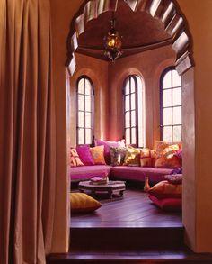 I wunttt dis room so Bad!!!! It lookz like a princess jazmine room..it wud b my relaxin smokin chill out area!!! ; ) helll yeaa!!!!