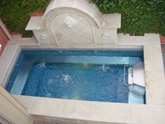 swim-in-place pool incorporating a fountain