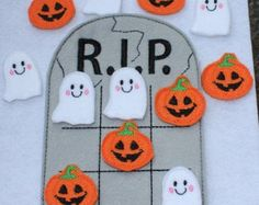 Gravestone Halloween Tic Tac Toe game embroidered board game activity travel quiet game busy bag felt board play set ghost jack o'lantern by DesignsByRAJA on Etsy Theme Halloween, Halloween Games For Kids, Halloween Bags, Toddler Halloween, Halloween Crafts For Kids, Halloween Activities, Fall Halloween, Halloween Decorations, Halloween Costumes