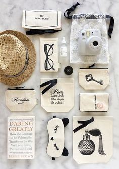 This is the aesthetic for my bag line . funny that I just caught a glimpse of this company. Had never seen them before but I think we have a similar mind 😊 Fabric Crafts, Sewing Crafts, Sewing Projects, Diy Tote Bag, Linen Bag, Fabric Bags, Tampons, Small Bags, Diy Crafts To Sell
