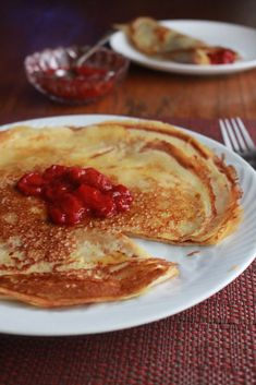 Low FODMAP Swedish Pancakes with Strawberry Ginger Sauce - Lauren Renlund MPH RD Fodmap Breakfast, Breakfast Recipes, Gluten Free Desserts, Gluten Free Recipes, Swedish Pancakes, Ginger Sauce, Banana Dessert, Banana Slice, Fodmap Recipes