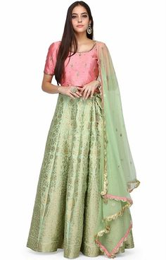 A beautiful Brocade Lehenga Choli is the best way to dress up for an occasion. The brocade work is a nice touch of Indian work on garments. The lehenga design with brocade is popular and ideal for occasions or even festivals. Choli Designs, Kurta Designs Women, Lehenga Designs, Blouse Designs, Blouse Patterns, Brocade Lehenga, Banarasi Lehenga, Green Lehenga, Lehenga Blouse