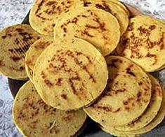 Arepas Santandereanas  (Colombia) Colombian Arepas, Colombian Food, Colombian Recipes, Snack Recipes, Cooking Recipes, Chicharrones, Empanadas, Canapes, Deli