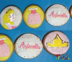 Galletas para la princesa de la fiesta #sleepingbeauty #buttercookies #Antonella #crown #Aurora #disneyprincess Aurora, Sugar, Cookies, Desserts, Shortbread Cookies, Princesses, Party, Biscuits, Deserts