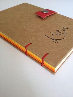 Livro Kraft + Cor pequeno do studio Páprica. Feito com carinho para a Kátia.
