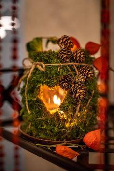 Podzimní dekorace: Kaštanový věnec nebo truhlík s šiškami - Proženy Autumn Leaves, Fallen Leaves, Halloween, Terrarium, Fall Decor, Christmas Diy, Candle Holders, Candles, Table Decorations