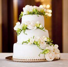 Idee e consigli per scegliere la #torta nuziale: alta o bassa? #matrimonio #food #wow