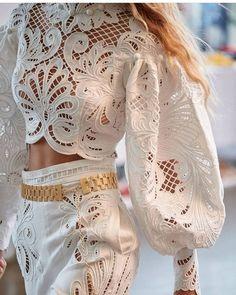 Dress Queen, Paris Chic, Royal Dresses, Classy Chic, White Fashion, Foto E Video, Ready To Wear, Fashion Dresses, Fashion Heels